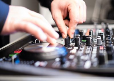 DJ Equipment auf Firmenevent zur musikalischen Begleitung
